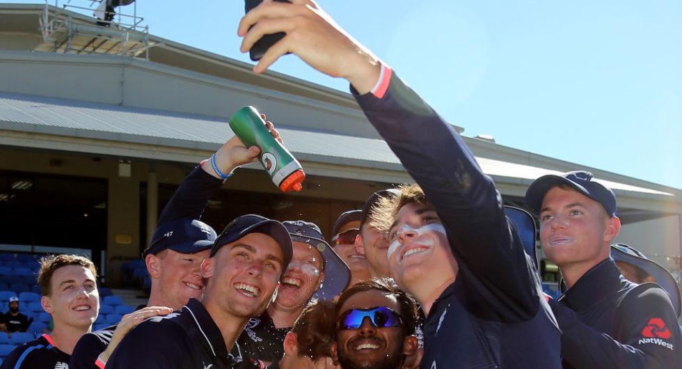 England Under 19s team grab a selfie