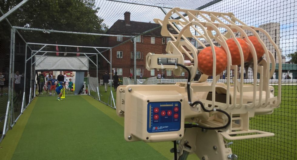 how to use a bola bowling machine