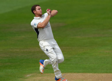 Higgins & Howell lead Gloucestershire to Kent win