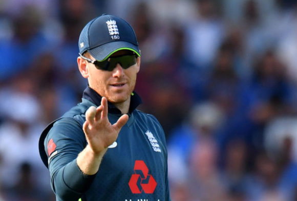 Eoin Morgan suffers finger fracture