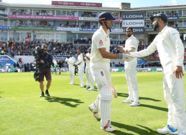 Alastair Cook given guard of honour by India in final test