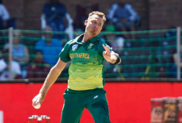 Dale Steyn suffers shoulder injury at the IPL
