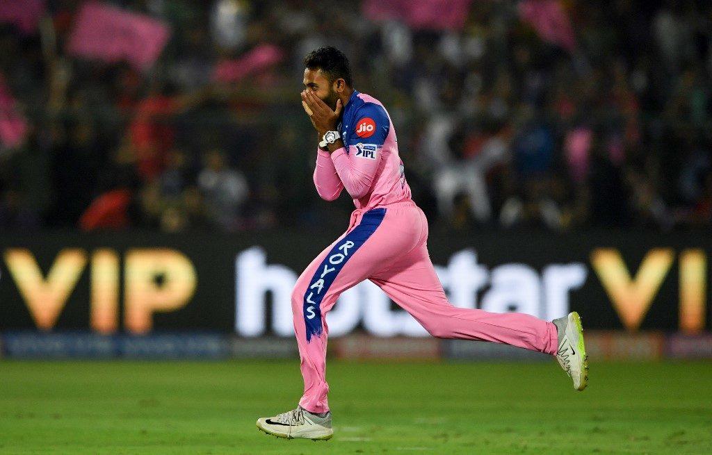 Virat Kohli and AB de Villiers – Shreyas Gopals bunnies