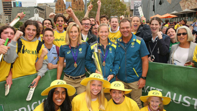 Women's cricket continues to flourish in Australia but men's game has slumped