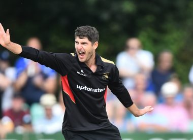 Colin Ackermann pens new deal with Leicestershire