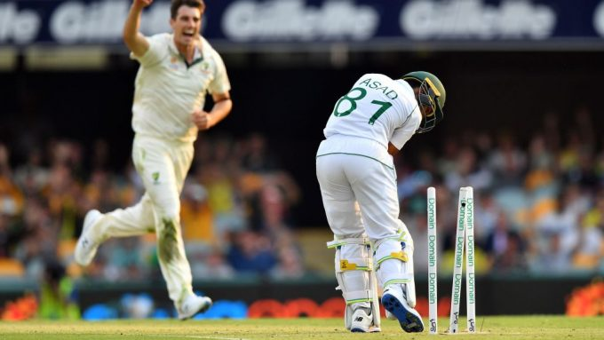 The big six: Australia's pacers dictate terms despite Shafiq's resistance
