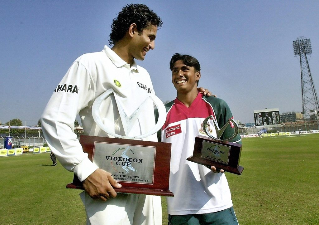Man of the Match Mohammad Ashraful with Man of the Series Irfan Pathan